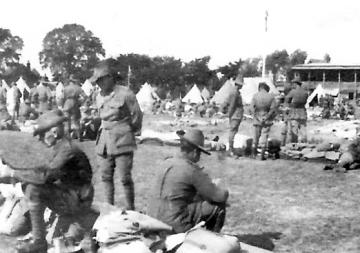 tents-on-the-rec-dismantling-gotha-bomber-air-raids-12-aug-1917